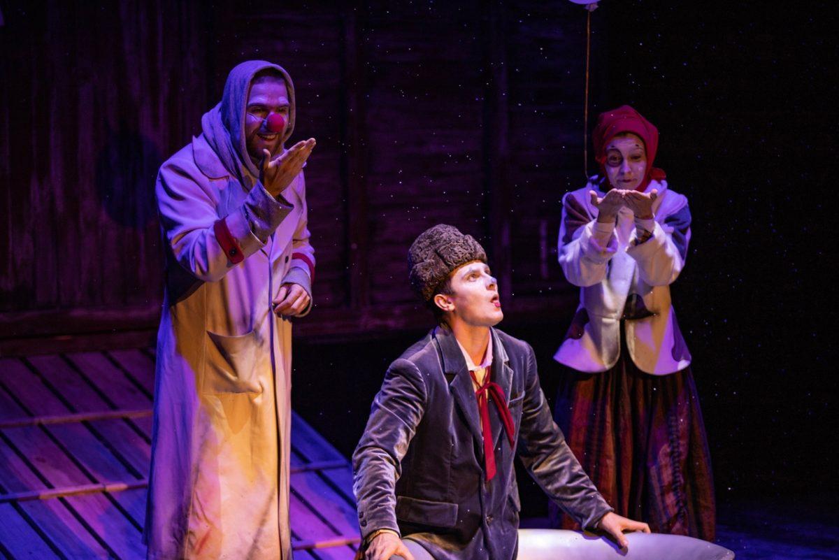 Сцена из спектакля «Поезд на фронт» театра «Вера»